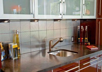 modern kitchen backsplash idea